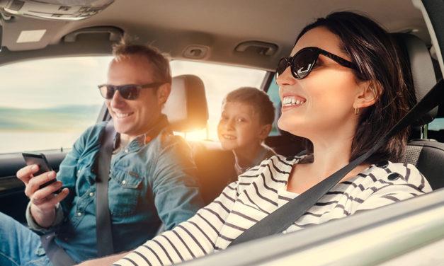 Camera auto oglindă– 4 motive pentru care ai nevoie de ea