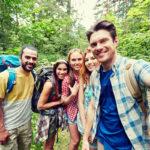 În vacanţă cu prietenii – 5 gadget-uri pe care trebuie să le ai în bagaj