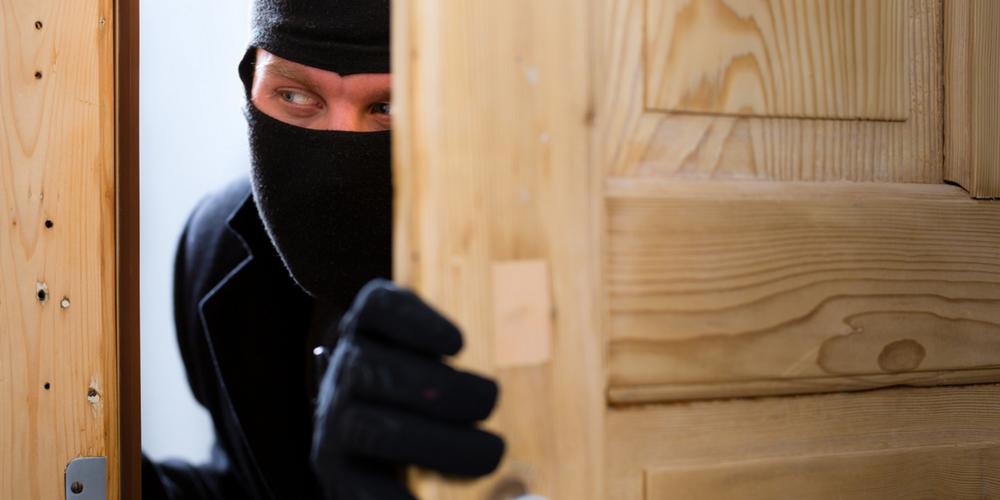 5 lucruri de făcut dacă te-au călcat hoții. Sfaturi practice pentru păgubit
