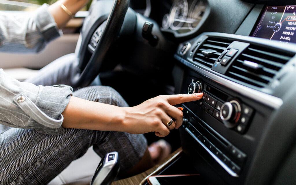Ți s-a stricat radioul de la mașină?La vremuri grele sunt și variante accesibile