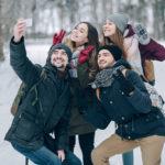 Ce gadget-uri îți pui în bagajul pentru vacanța de iarnă?